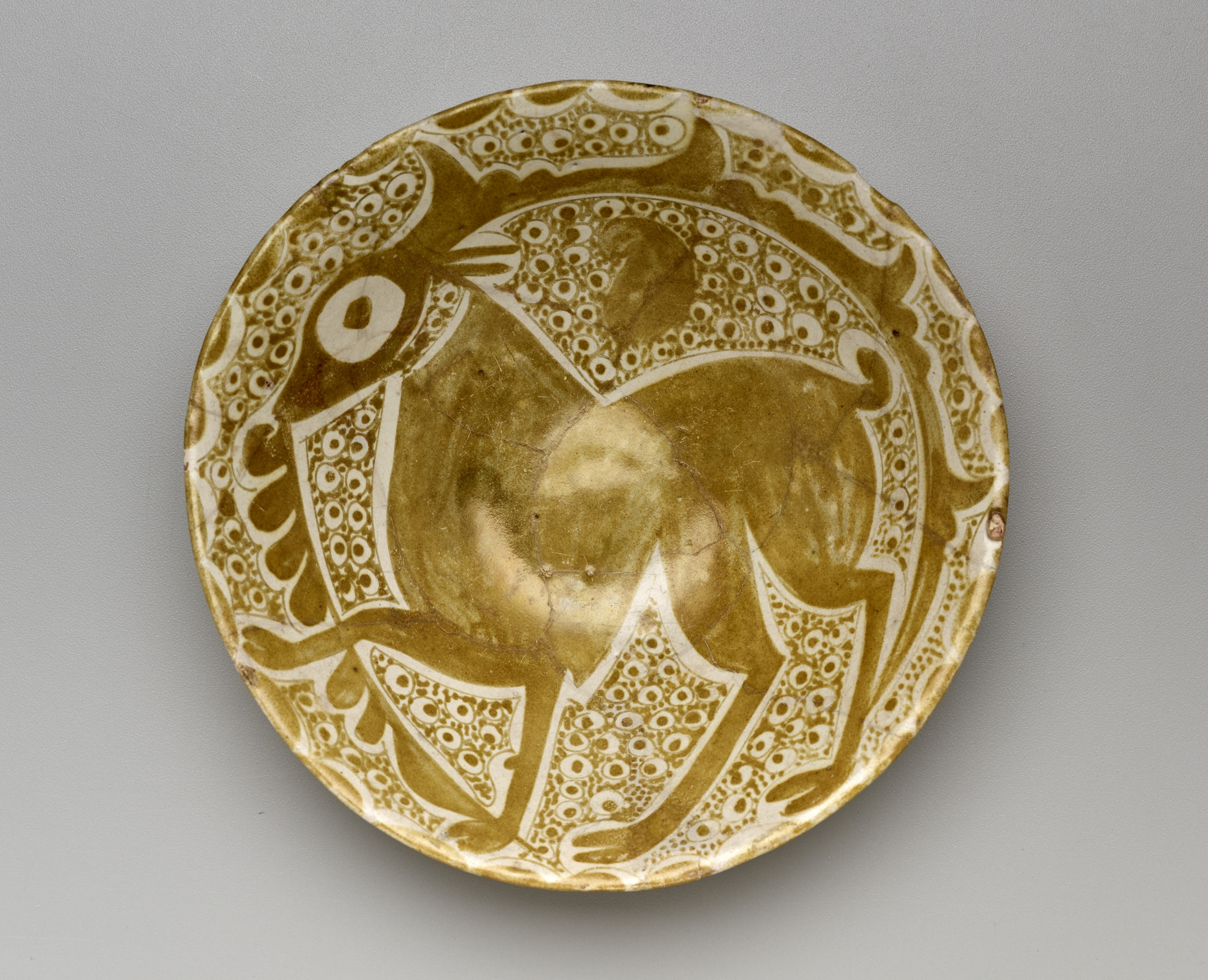 Large bowl, ceramic, with luster-painted decoration, Iraq or Egypt, 10th century. The Keir Collection of Islamic Art on loan to the Dallas Museum of Art, K.1.2014.220